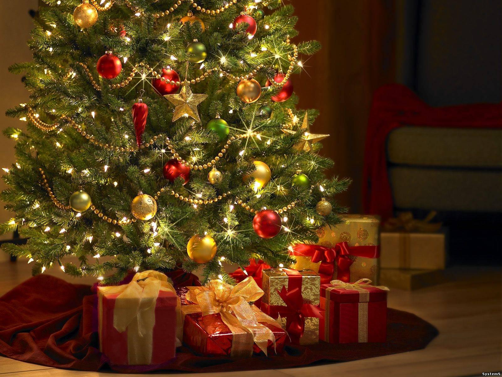 Дорогие друзья. Поздравляем Вас с наступающим Новым годом. В этот